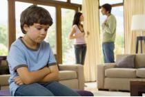 Quyền yêu cầu Tòa án hạn chế quyền của cha mẹ đối với con